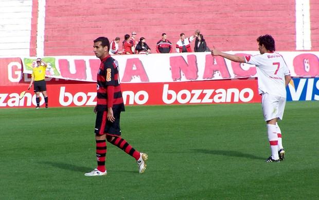 Léo Medeiros, do Flamengo, e Ricardo Goulart, do Inter, pelo Brasileiro Sub-23 (Foto: Alexandre Alliatti / Globoesporte.com)