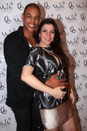 Simony com o namorado, Patrick Silva, na festa da filha em São Paulo (Foto: Léo Franco/ Ag. News)