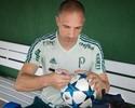 Para dar sorte, Prass envia bola da Liga dos Campeões para Gabriel Jesus
