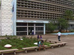 Com crise financeira, prefeituras da região atrasam salários de servidores