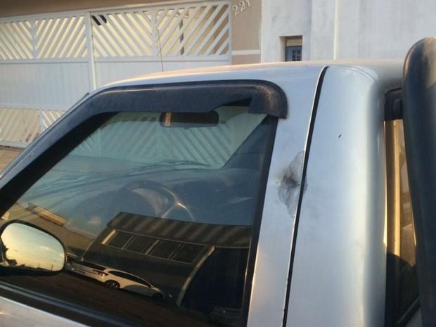 Marca de tiro no carro de vítima em um bairro de Sorocaba (Foto: Divulgação/Polícia Civil)