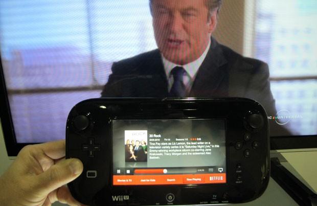 Com outro votão, tela volta a ser usada para que a família assista a um filme (Foto: Gustavo Petró/G1)