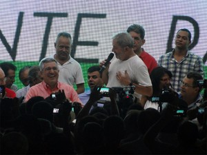 Lula afirmou ser solidário aos petistas presos por envolvimento no mensalão (Foto: Eduardo Guidini/G1)