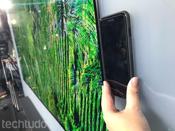 lg_md_001LG Signature - OLED TV W é quase tão fina quando um iPhone 7 (Foto: Anna Kellen Bull/TechTudo)