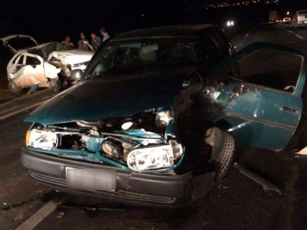 Acidente entre dois carros deixou nove pessoas feridas (Foto: César Augusto)