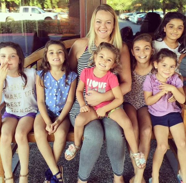 Lacey Dunkin com as filhas (Foto: Reprodução Facebook)