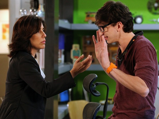 Kiko desabafa com Roberta (Foto: Guerra dos Sexos / TV Globo)
