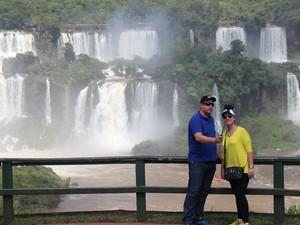 Mirantes espalhados pela Trilha das Cataratas são um convite para as fotos no atrativo que recebe mais de 1,5 milhão de visitantes por ano (Foto: Cataratas do Iguaçu S.A. / Divulgação)