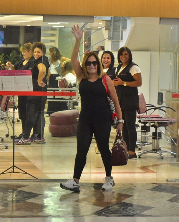 Susana: cabelo escovado e roupa justinha (Foto: AgNews)
