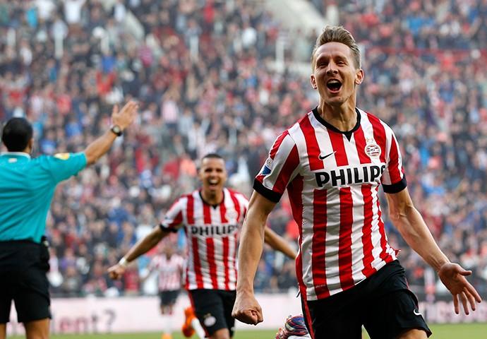Luuk de Jong festeja gol pelo PSV (Foto: Divulgação)
