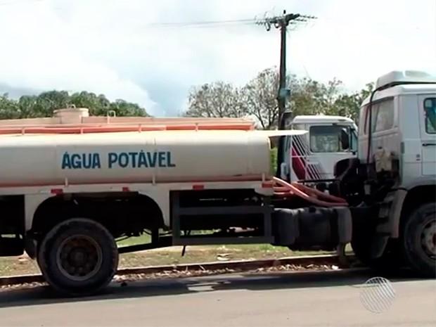 Carros-pipa voltam a fazer abastecimento de água em Itabuna, Bahia (Foto: Reprodução/ TV Bahia)