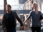 Sean Penn e Charlize Theron querem casar e adotar bebê, diz revista
