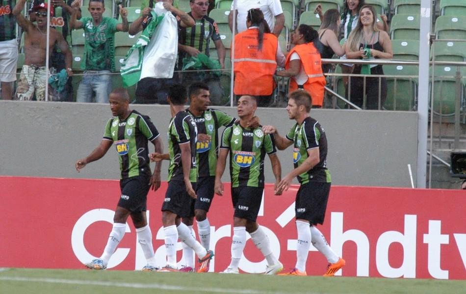 Bryan, do América-MG, comemora gol contra o Atlético-MG