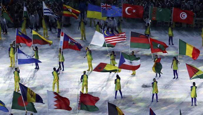 Festa das bandeiras no encerramento dos Jogos  Olímpicos (Foto: Yves Herman/Reuters)