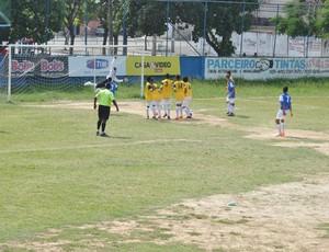 Lorran da Silva marca o terceiro gol do Nova Sepetiba sobre o Dendê (Foto: Divulgação/CUFA)