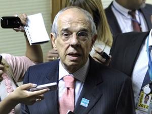 O advogado Márcio Thomaz Bastos em entrevista após reunião da CPI (Foto: Lia de Paula/Agência Senado)