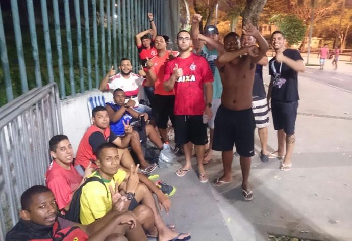 Torcedores na fila do Maracanã (Foto: Caio Filho)
