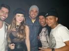 De blusa transparente, Rayanne Morais curte festa com Latino