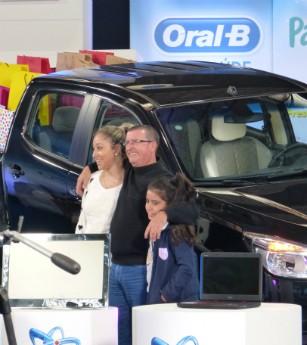 O Marido de Márcio, Marco Aurélio, amou a caminhonete (Foto: Domingão do Faustão/TVGlobo)