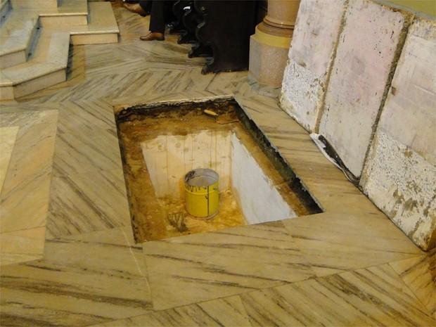 Local onde o corpo de Dom Joviano será sepultado (Foto: Carolina Visotcky/G1)