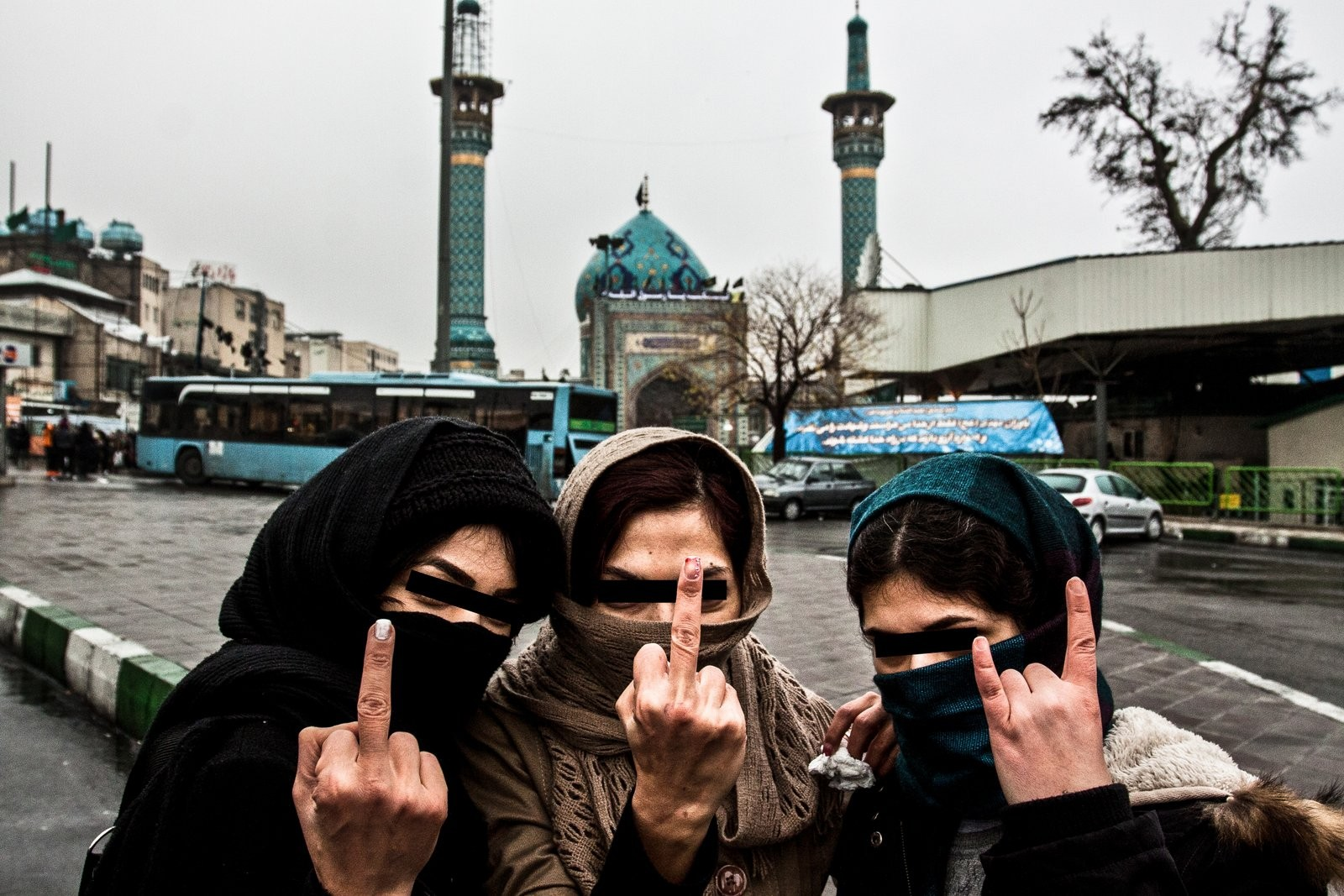 Portrait of three young girls on a day of anniversary of death of prophet Mohammed (Foto: David Tesinsky)