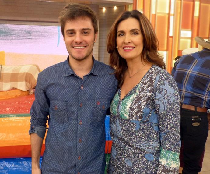 O ator Hugo Bonemer com a apresentadora  (Foto: Carolina Morgado/Gshow)
