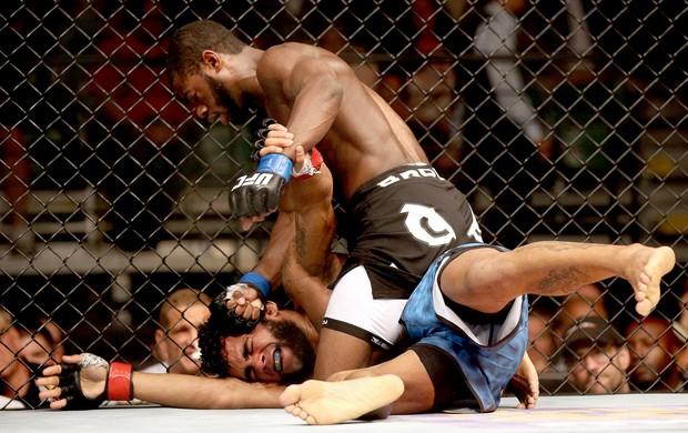 Aljamain Sterling vence Hugo Wolverine UFC Atlantic City (Foto: Reuters)