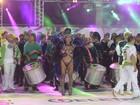 Bateria de anões da Andaraí faz coreografia com Brancas de Neve