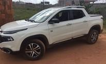 Dupla é presa com carros roubados (Polícia Civil/ Divulgação)