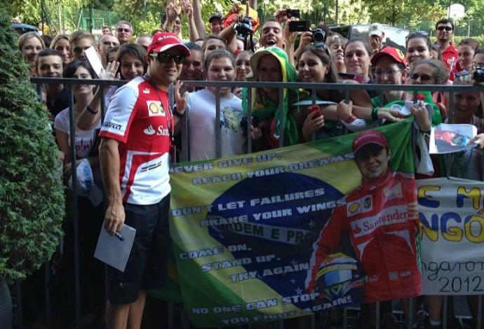 Felipe Massa se encontra com os fãs da Hungria, país que nutre carinho especial pelo brasileiro (Foto: Acervo Pessoal)