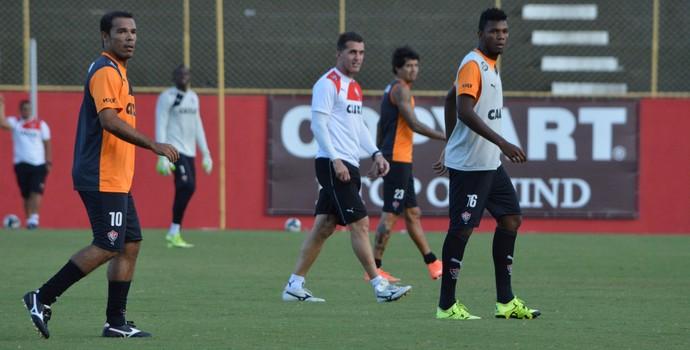 treino do vitória; leandro domingues; vagner mancini; marcelo (Foto: Francisco Galvão/EC Vitória/ Divulgação)