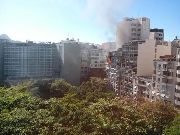 Fogo é em prédio na Praça Serzedelo Correia (Foto: Carlos Antônio / Arquivo pessoal)