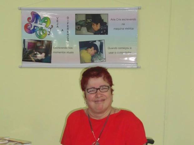 Ana diz que ser escritora é a oportunidade de ser porta voz daqueles colegas que possuem a mesma sequela (Foto: Divulgação/Arquivo Pessoal)