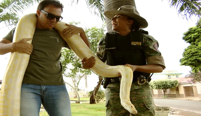 Com a ajuda da policial, Mário encarou o desafio (Foto: Divulgação Carona)
