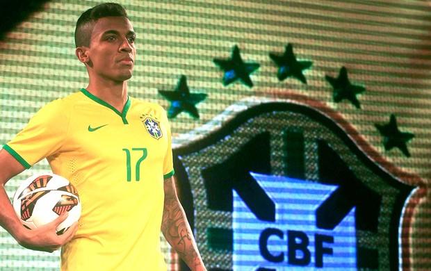 Criador da camisa  canarinho  critica modelo feito para Copa   Um ... 7cfa37f1b002d