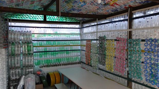 Sala de aula é feita com garrafas pet e caixas de leite (Foto: Divulgação/Univali)