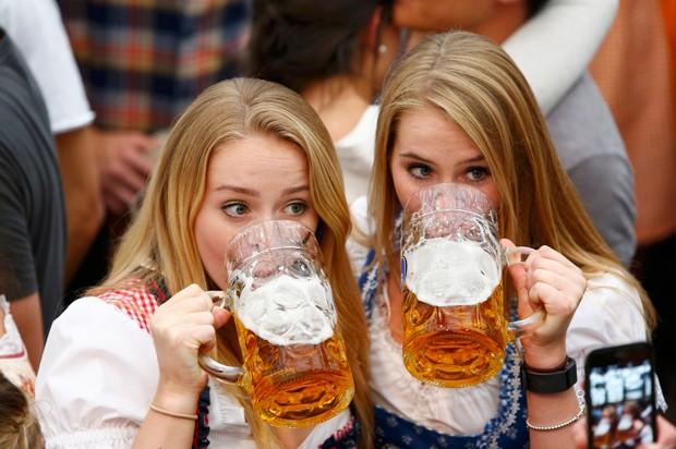 Tradicional festa da cerveja de Munique começou neste sábado (Foto: Michaela Rehle/Reutes)