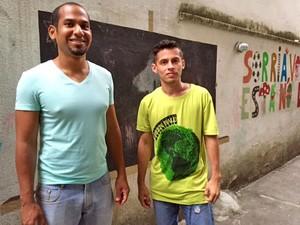 Os venezuelas Ender Molina e Gustavo Martinez vão dar aulas de espanhol (Foto: Káthia Mello/G1)