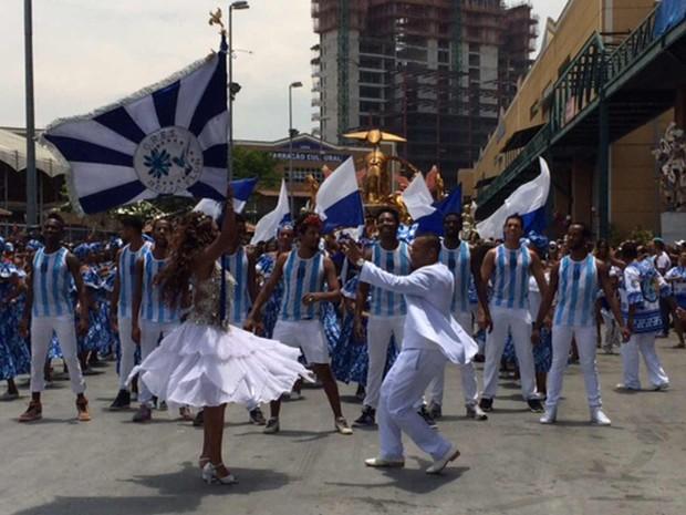 Selminha Sorriso e Claudinho comemoram 25 anos de parceria de sucesso na avenida (Foto: Alba Valéria Mendonça/ G1)