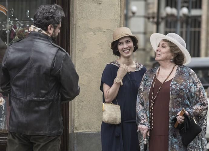 Augusto fica completamente encantado por Mariana (Foto: Inácio Moraes/Gshow)