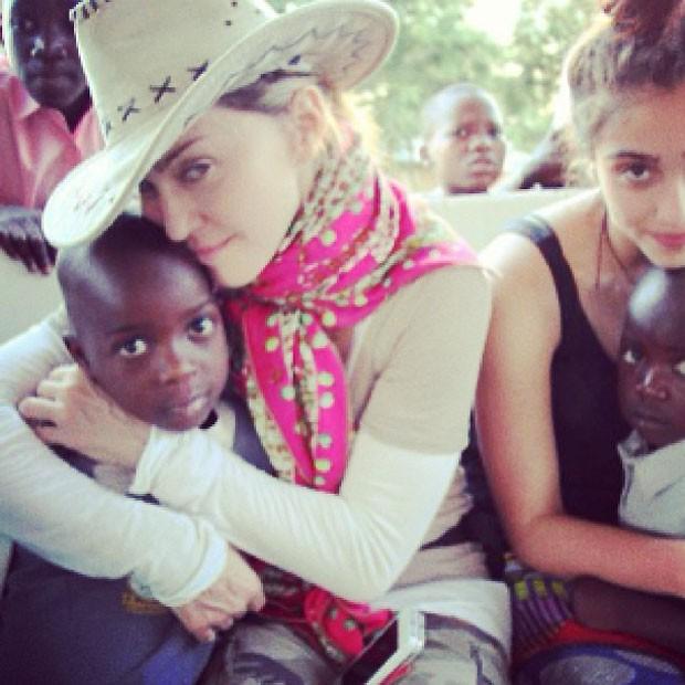 A cantora postou foto com os filhos no seu instagram (Foto: Reprodução)