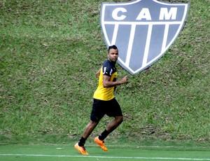 Fernandinho no treino do Atlético-MG (Foto: Leonardo Simonini)