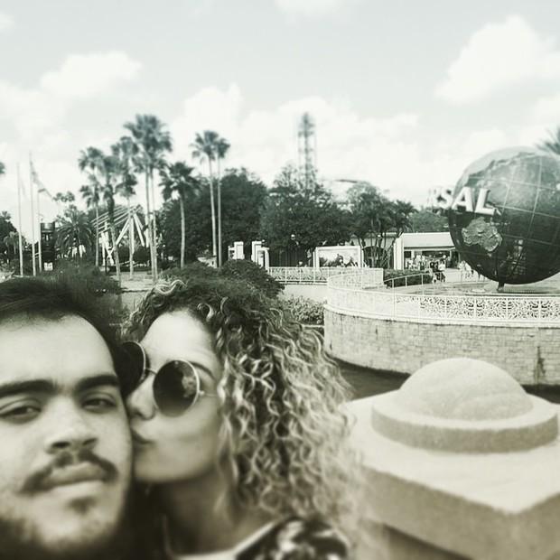 Francisco Gil com a namorada, Laura Fernandez (Foto: Reprodução/Instagram)