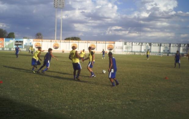 Treino do Atlético de Cajazeiras no Estádio Perpetão (Foto: Rafael Alves)