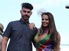 Viviane Araújo e Radamés vão à Parada Gay de Madureira, no Rio