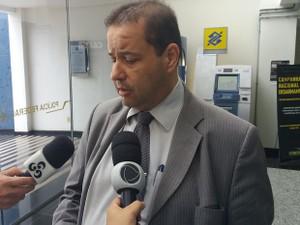 Maurício Pereira, advogado da empresa e de suspeitos conduzidos (Foto: John Pacheco/G1)