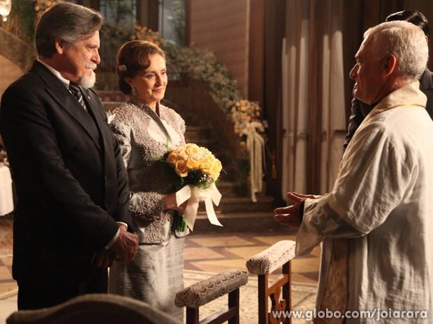 Ernest e Gertrude se casam (Foto: Carol Caminha/TV Globo)
