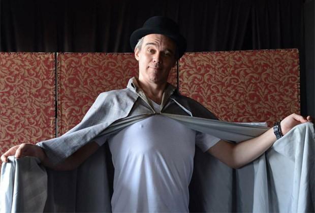 Dalton Vigh está no elenco do espetáculo 'Uma peça por outra' (Foto: Divulgação)