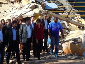 Dilma visita áreas atingidas por tornado em Xanxerê, no Oeste catarinense (Foto: Laion Espíndula/G1)