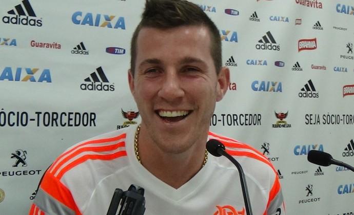 Paulo Victor em coletiva do Flamengo (Foto: Raphael Bózeo)